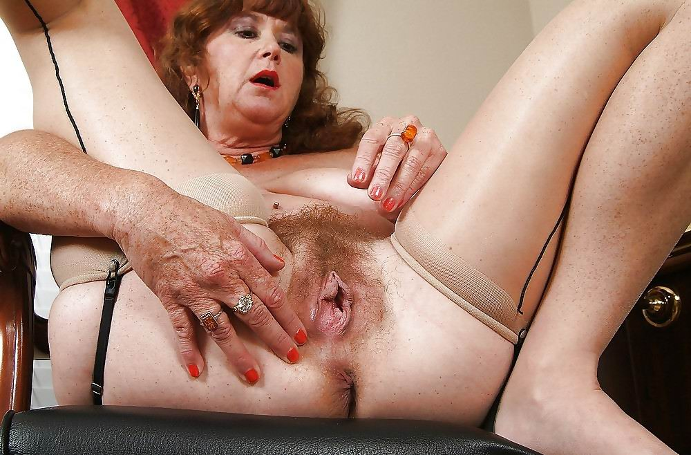 Mature amateur bobos in tops