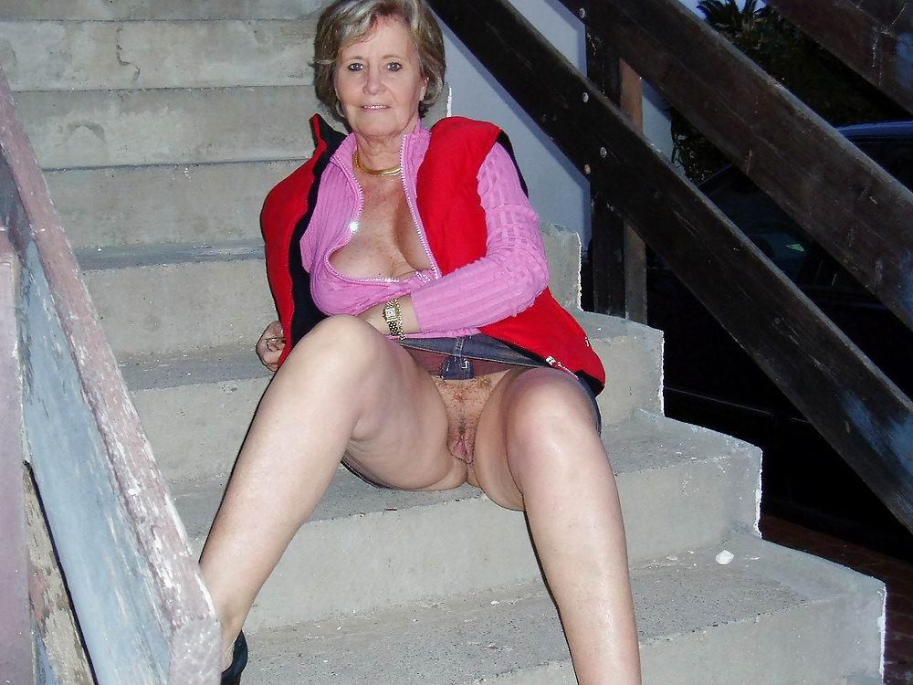 Flashing granny pussy