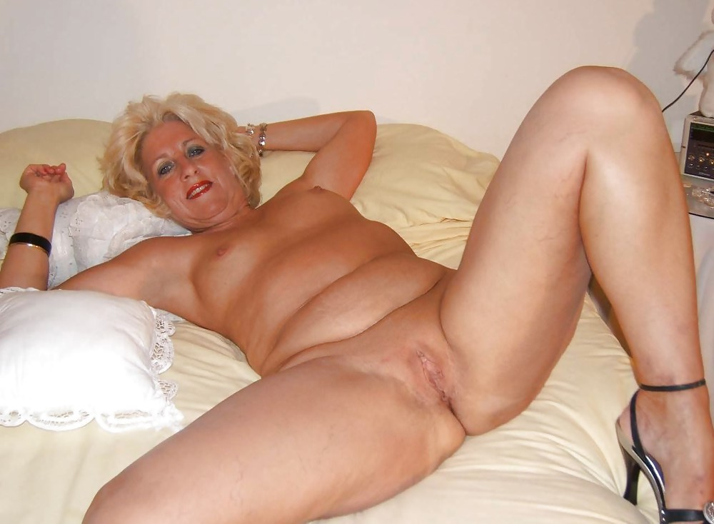 Older Tube - Mature Tubes, Granny, Grandma, Housewives, Mom.