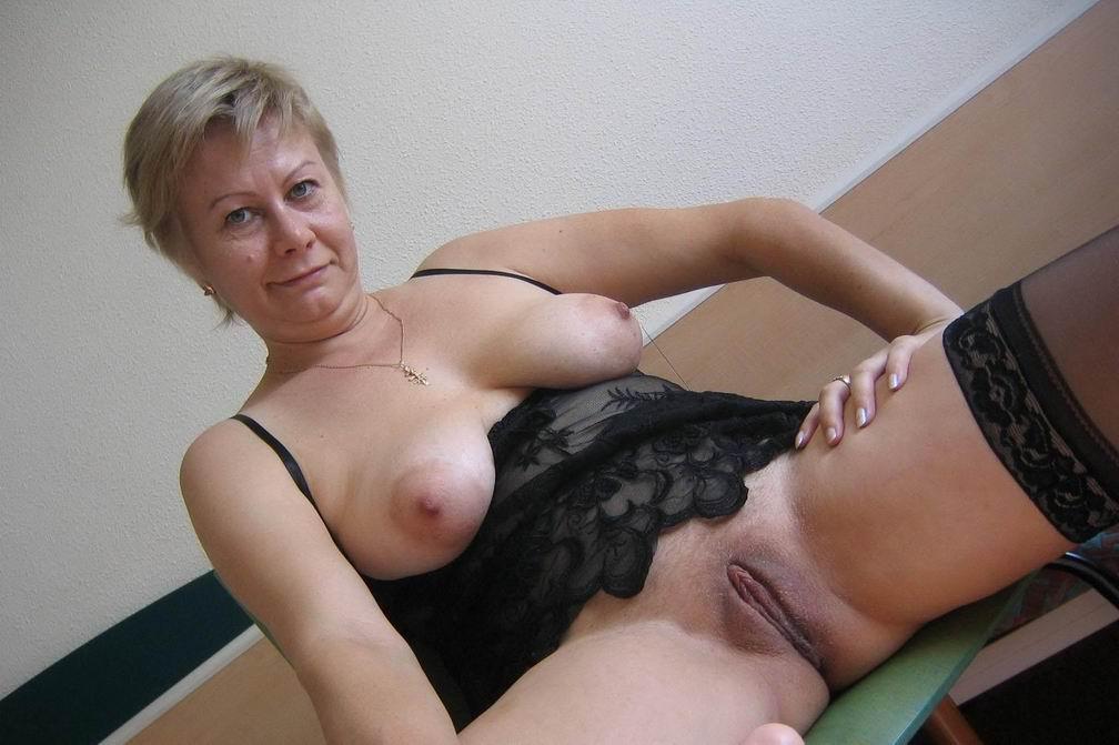 две тётки мастурбируют