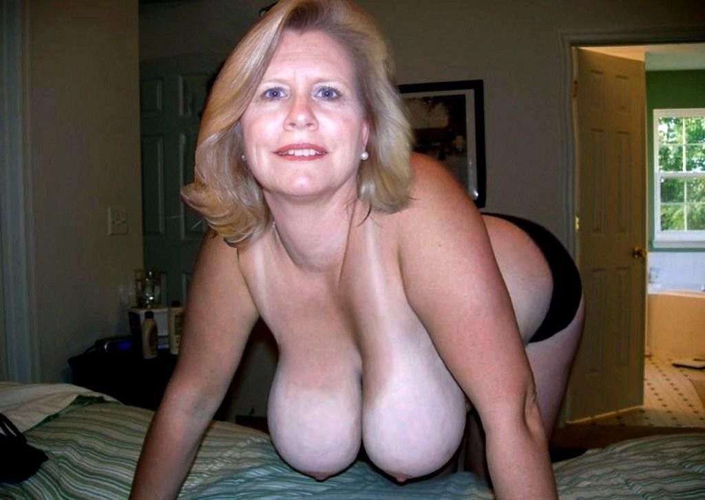 Hairy mature secretary